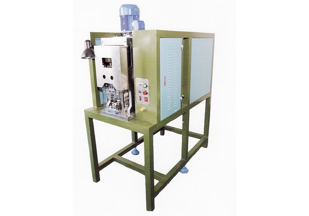 OCM-3000  16 Amp. Yarı Otomatik Karkas Çakma Makinası